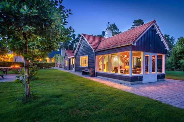 Charming cottage in woods  - Beekbergen