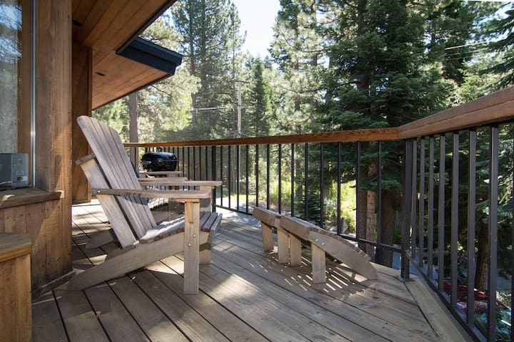 Sandy Way - 3BR, Mountain Views, Hot Tub, Sleeps 8 - Olympic Valley - Dům