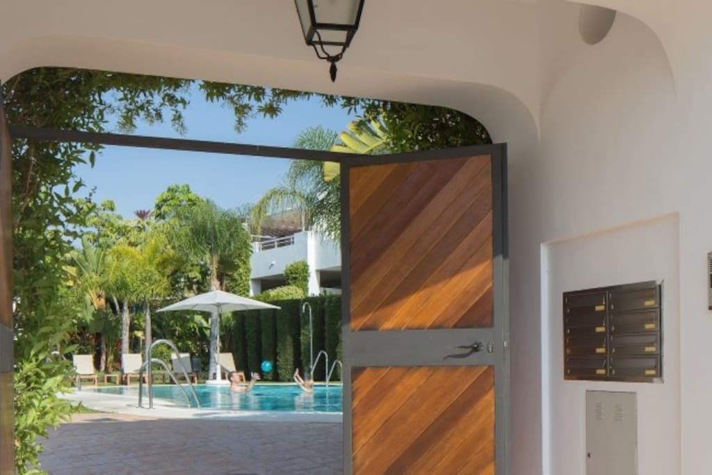 chilled quiet condo puerto banus condos zur miete in estepona andalusien spanien. Black Bedroom Furniture Sets. Home Design Ideas