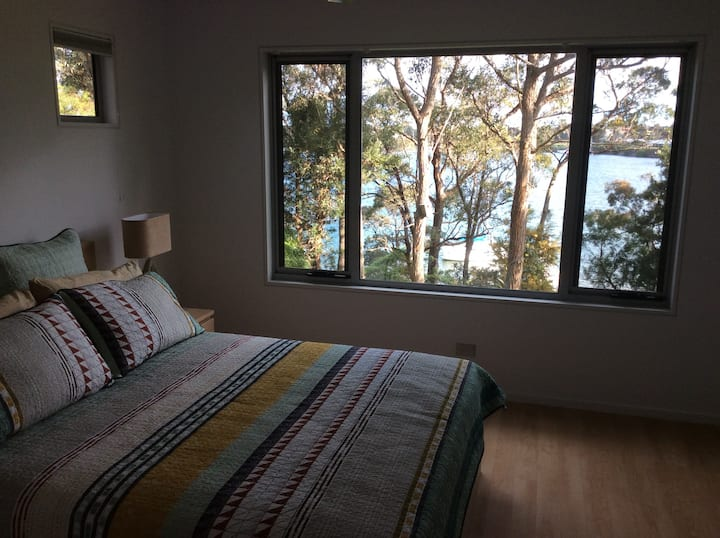 Treetops Waterfront 'A' BnB Paynesville