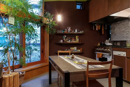"Mid-Tokyo, Nature-Rich - Designer""Tiny"" House"
