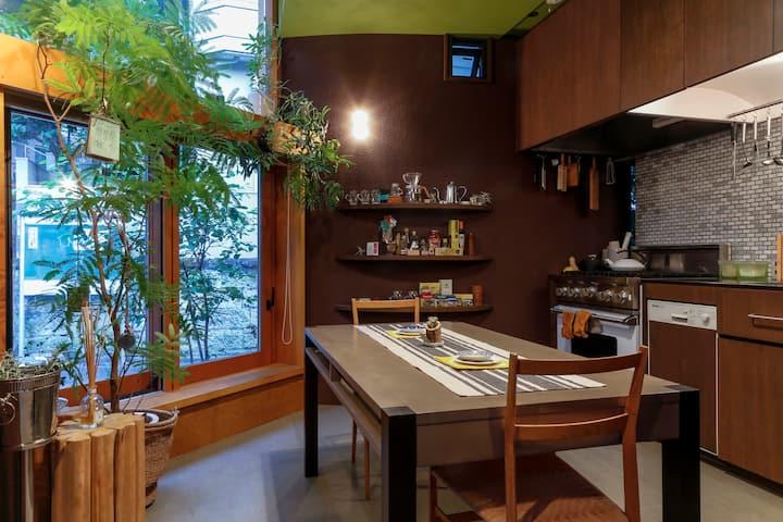 "Mid-Tokyo, Nature-Rich - Designer""Tiny"" House"