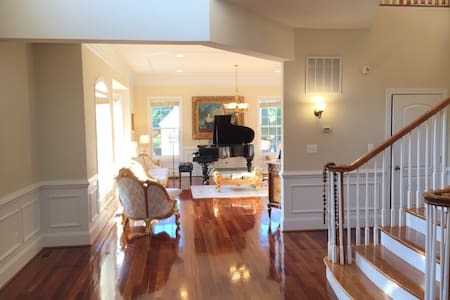 LUXURY 8 BEDROOM HOME CLOSE TO D.C. - Annandale - Rumah