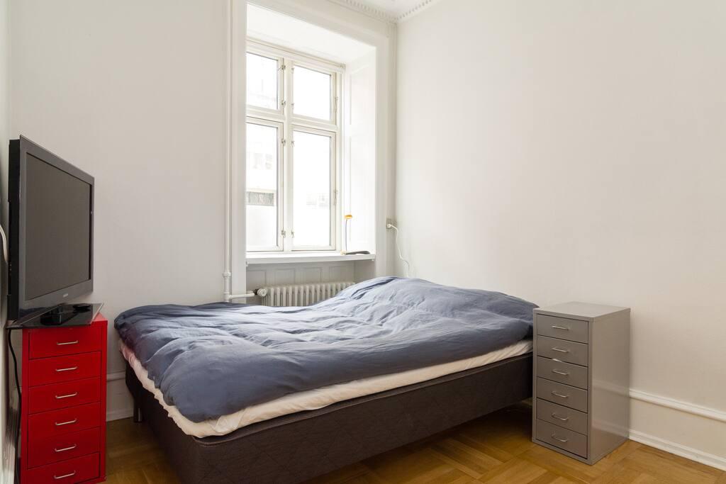 Soveværelset. Der er 2 ekstra madrasser.