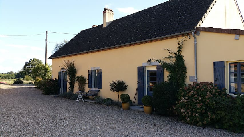 Authentic, Burgundy Farm,Water Mill - Cronat - Hus