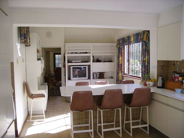Kitchen and breakfast area - our boerbull Kanga can be seen yawning in the entrance to the foyer