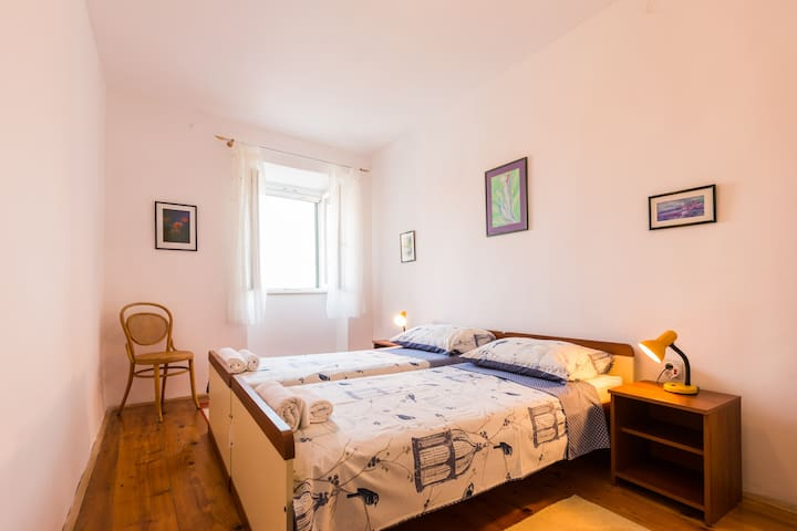 room B-with 2 separate beds, seaview