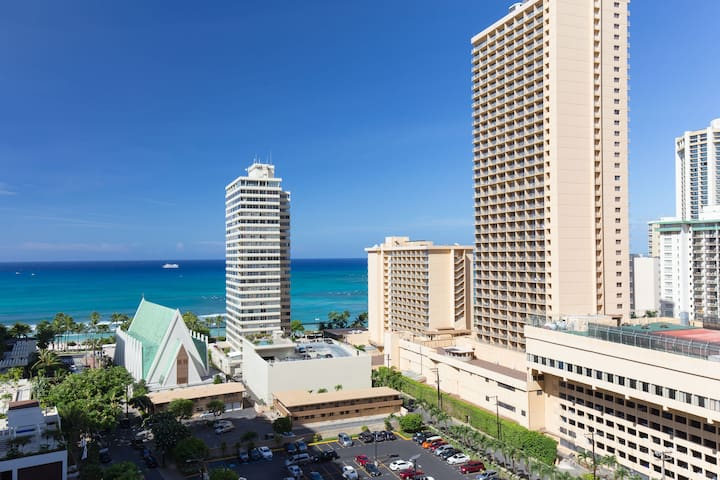 Waikiki Banyan Ocean View! Sleep 6 & Free Parking! - Honolulu - Wohnung