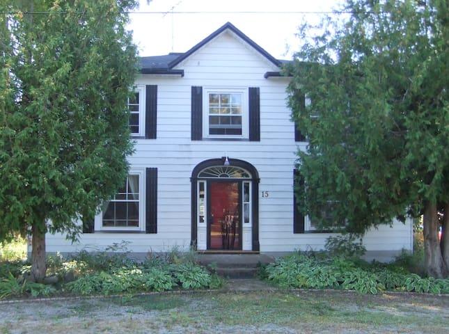 NE en-suite, Dominion House Newboro - Newboro
