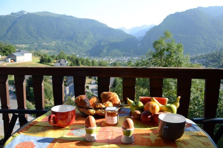 CHAMBRE VUE SUR LA VALLEE - Laruns - ที่พักพร้อมอาหารเช้า
