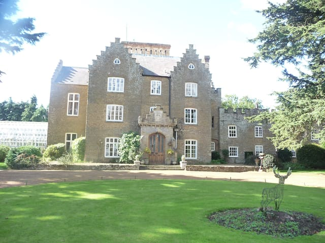 Holly Lodge Victorian Country House - Boughton - Hus
