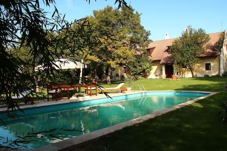 A Káli medencében gyönyörű Kúria - Köveskál