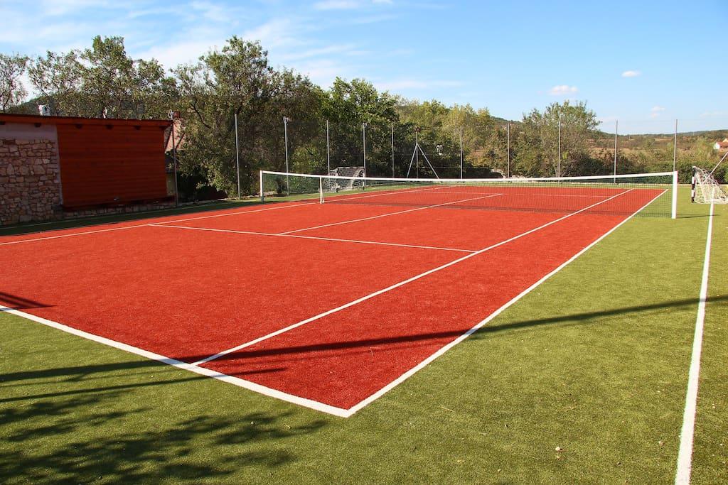 Kivilágítható műfüves tenisz/foci pálya