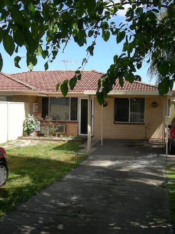 House Near Perth City/Airports - Kewdale - บ้าน