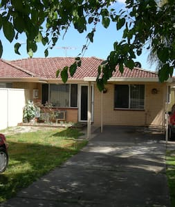 Specials Dec/Jan! House Near Perth City/Airports - Kewdale