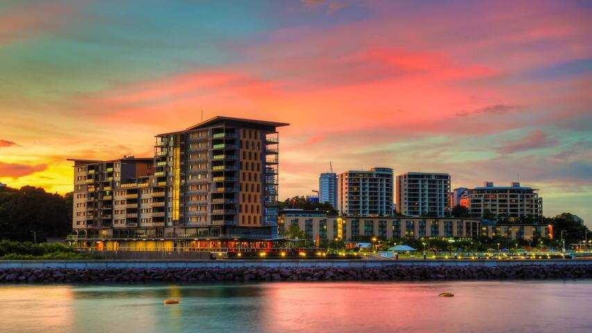 Darwin Waterfront Luxury Suites+Car