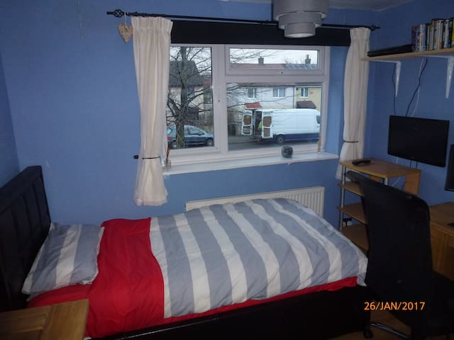 Room to rent in Stockport close to transport links - Stockport - Dom