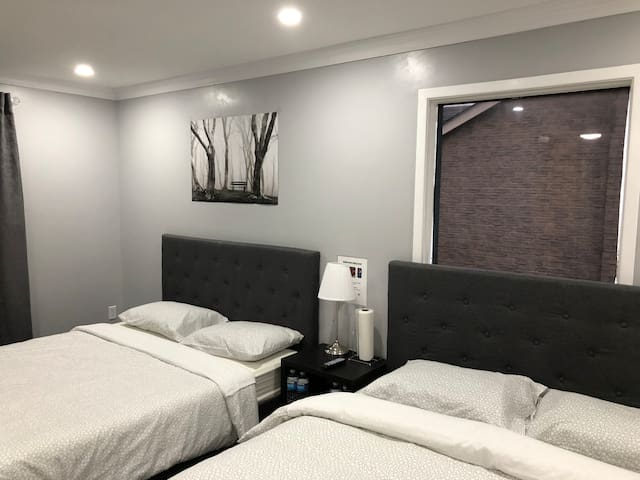 Luxury Private Room w Bath in Whitby near hwy 401