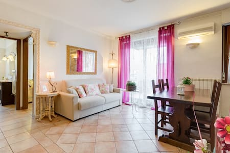 Located to the northwest of Rome between the typical neighborhoods Aurelio , Monteverde and the Vatican , the apartment will be entirely at your disposal during your stay and give you the chance to live in the history page of your choice .