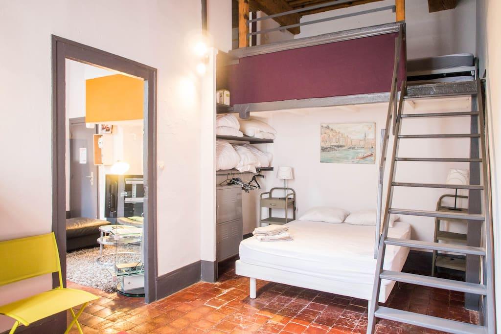 la cour des canuts appartements louer lyon rh ne alpes france. Black Bedroom Furniture Sets. Home Design Ideas