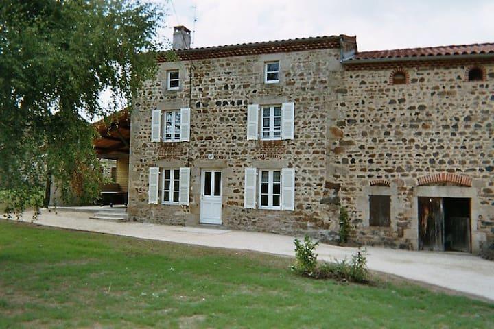 Maison en pierres confortable - Condat-lès-Montboissier - Haus