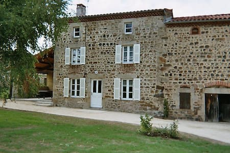 Maison en pierres confortable - Condat-lès-Montboissier - Casa