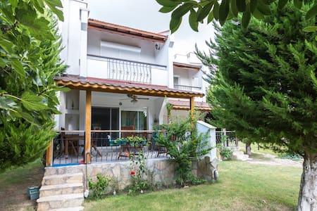 Perfect location with swimming pool - Çeşme - วิลล่า