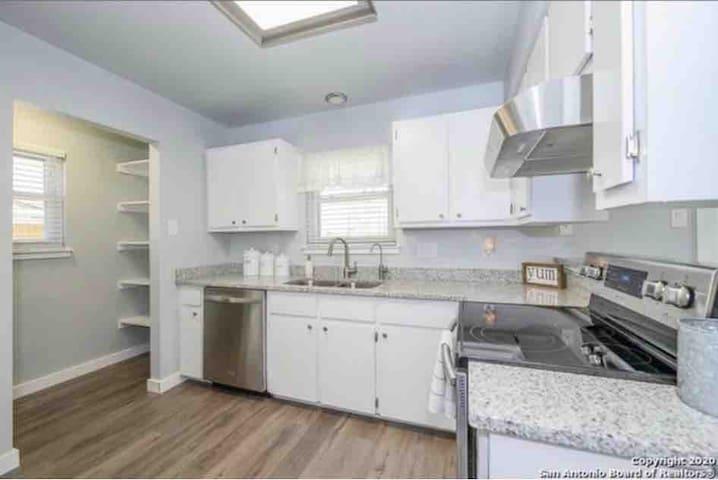 Quiet, Safe & Clean Room! Low Cost! Room 2