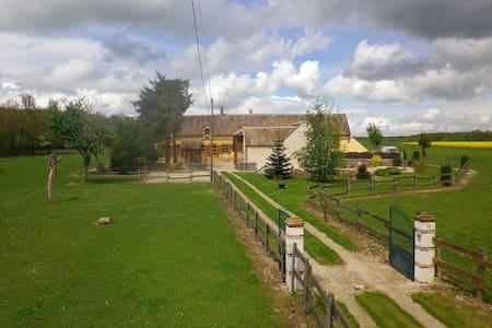 Ancienne Ferme Rénovée au Calme - Villebougis
