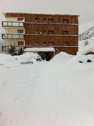 L'appartement sous une grosse chute de neige