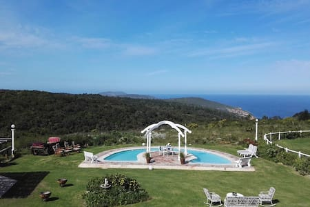 T'Niqua Luxury/Family Suites with Sea View, Storm