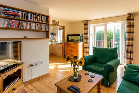 Comfortable modern cottage near sea and Exmoor. - Watchet,