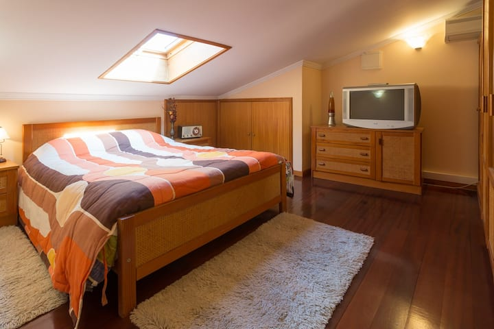 2x bedroom w/WC in family house
