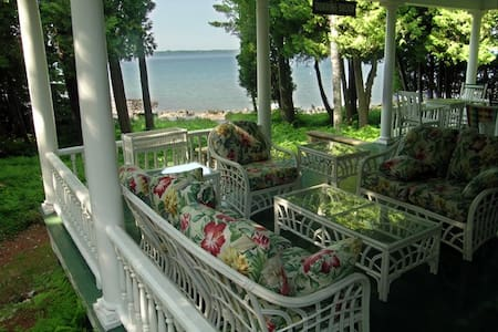 SW Private Beach in Historic Home. SOUTH facing rm - Harbor Springs - Casa