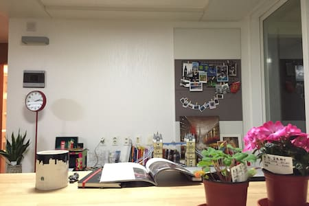 A double-bed room/pine tree 외국인전용숙소 - Gangneung