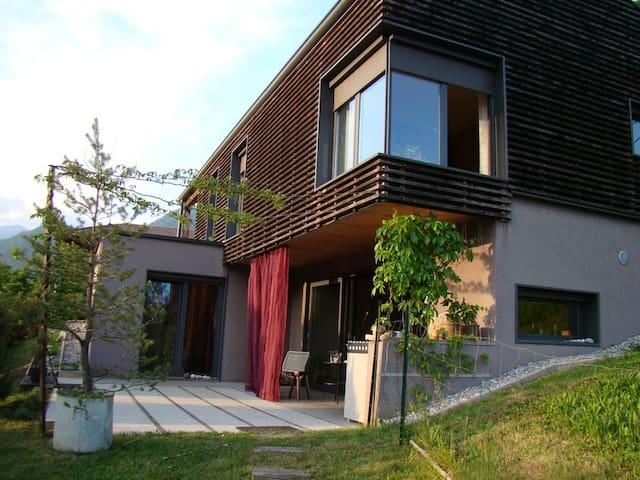 Hisa Gusta - Modrej - Hus