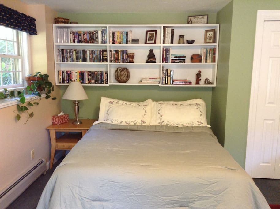 Queen size bed, books and movies