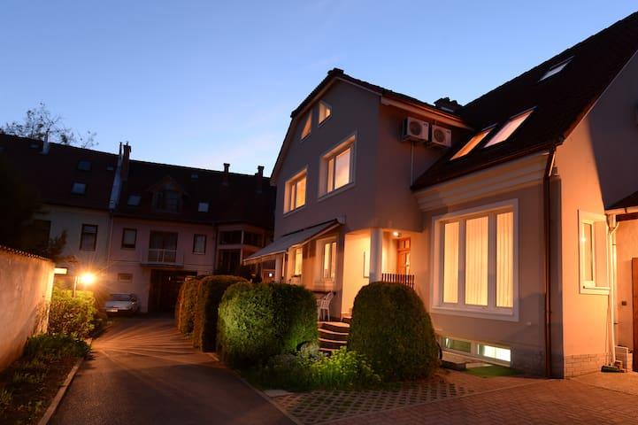 Kiadó Apartman Egerben - Eger - Haus