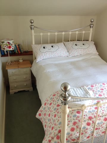 Double room quiet country cottage - Chard