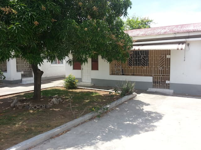 Bilingual Spanish Household - Kingston - Casa