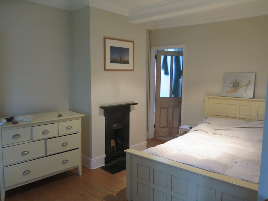 One of 3 ensuite double rooms. There a 2 king sized beds, 2 small double beds, and a day bed that makes a large double in the 5th bed room.