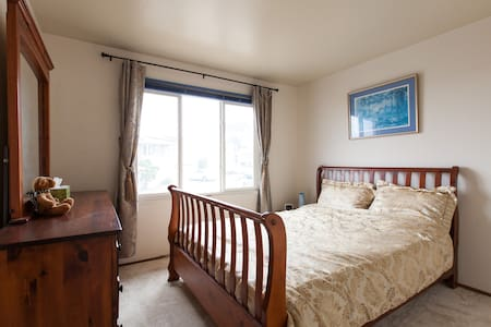 Guest Room in Ocean View House - Daly City