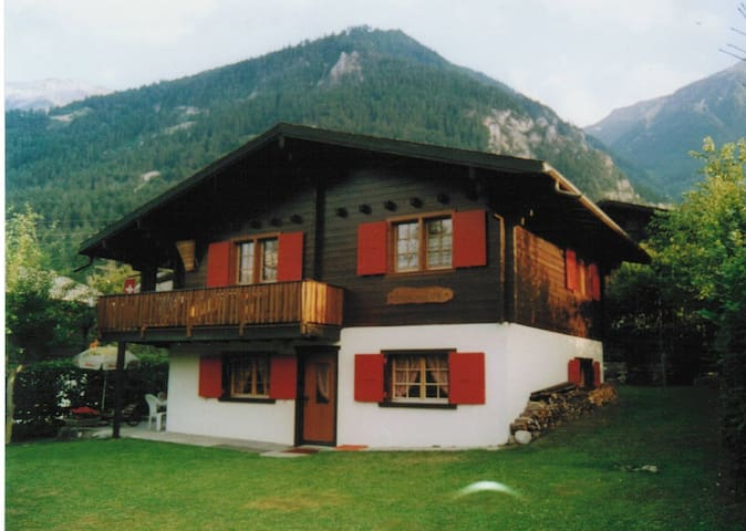 *BEAUTY*SWISS CHALET NEAR LEUKERBAD - Susten - Leilighet