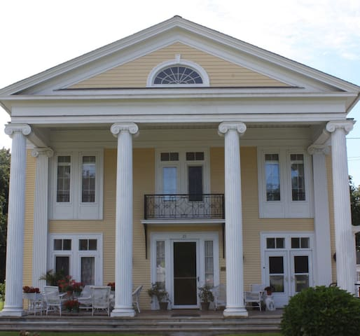 Historic Greek Revival on Main St. - Port Jervis - Talo