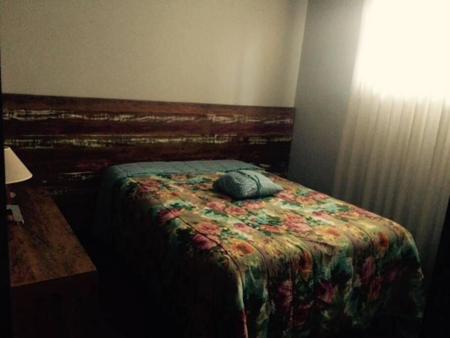 Disponibilizo de Colchão de Solteiro e também de outro quarto com cama de casal
