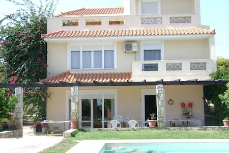Pool Villa near airport/Rafina port - Villa