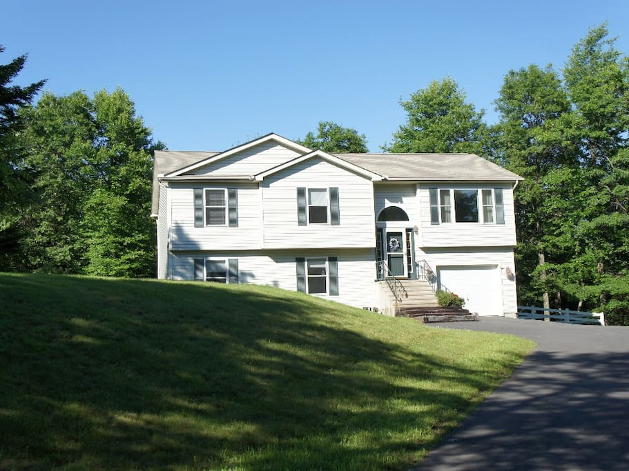 Dream vacation home in the poconos houses for rent in for Long pond pa cabin rentals