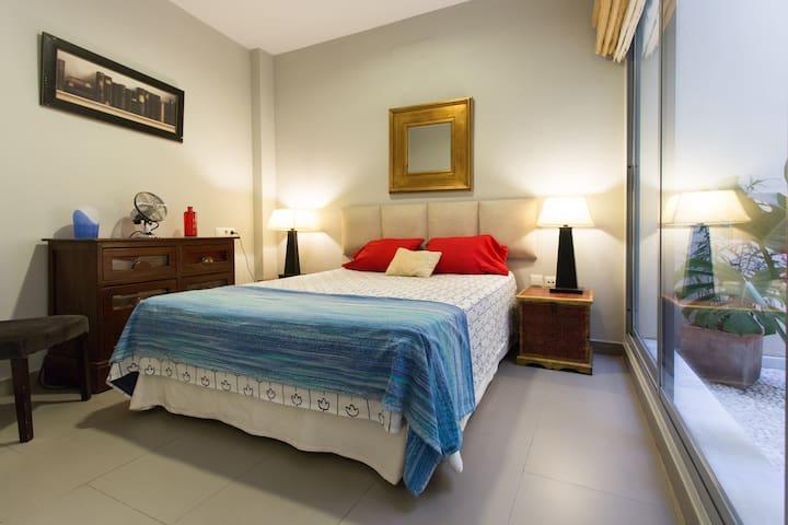 PERFECT LOCATION  SANTA CRUZ *A/C+WIFI* VFT/SE/101 - Sevilla - Apartment