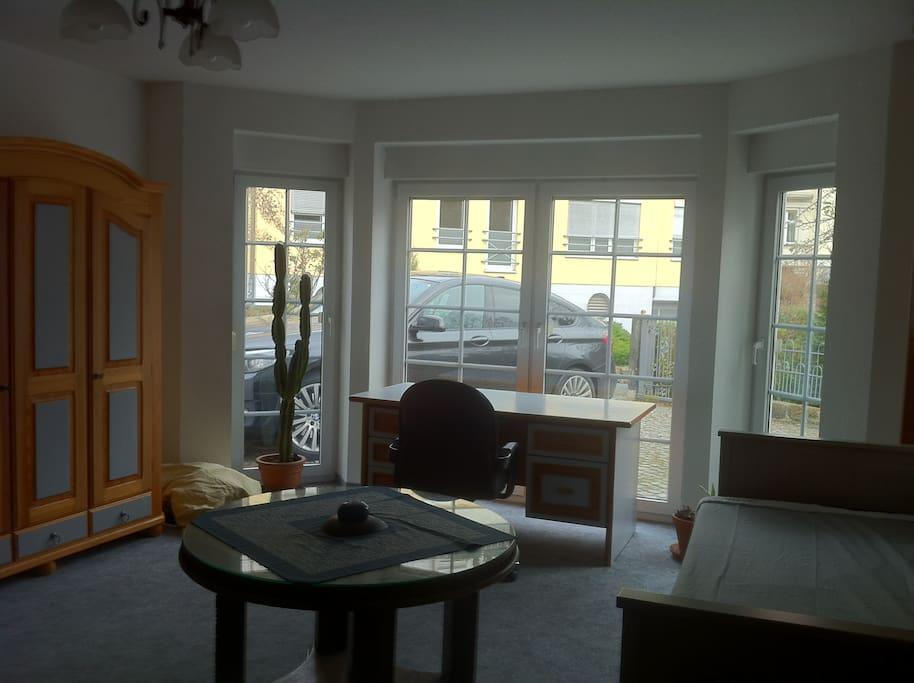 Mit Schrank, Schreibtisch, Sitzgelegenheiten. that is your room. The size is 20 qm.