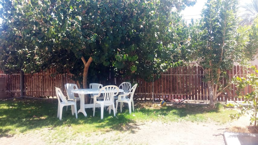 Cozy apartment in our peaceful yard - Ein Yahav - Wohnung